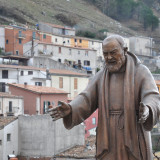 Padre_Pio_-_Miranda_IS_-_panoramio_resize.th.jpg