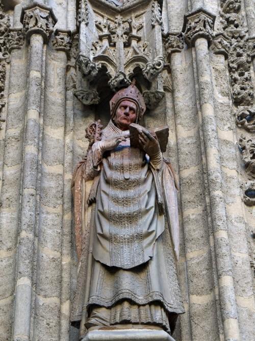 "José Luis Filpo Cabana [<a href=""https://creativecommons.org/licenses/by/4.0""  target=""_blank"">CC BY 4.0</a>], <a href=""https://commons.wikimedia.org/wiki/File:San_Isidoro,_Portada_del_Bautismo_de_la_Catedral_de_Sevilla.jpg""  target=""_blank"">via Wikimedia Commons</a>"