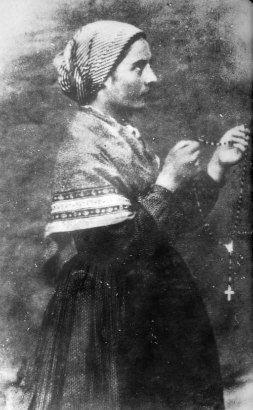 Bernadette_Soubirous_en_1861_photo_Bernadou_1.jpg