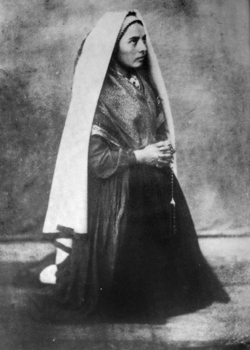 Bernadette_Soubirous_en_1861_photo_Bernadou_4.jpg