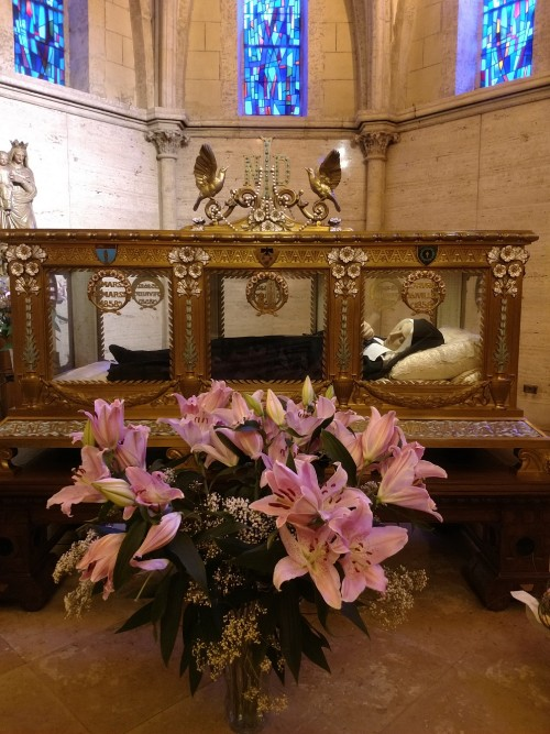 Saint_Bernadettes_incorrupt_body2.jpg