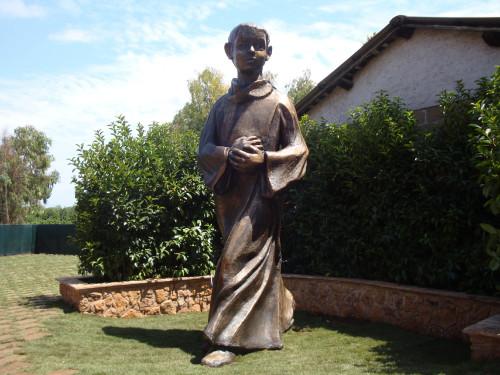 "Bernhard Lang (CH)(Statue) / Tanja Konsbruck at de.wikipedia [Public domain], <a href=""https://commons.wikimedia.org/wiki/File:Tarcisiusstatue_endg%C3%BCltiger_Platz_in_Rom.jpg""  target=""_blank"">via Wikimedia Commons</a>"