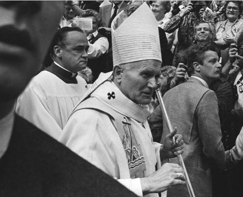 Paus_Johannes-Paulus_ll_Irenehal_Utrechtse_Jaarbeurs_Utrecht_12_mei_1985.jpg