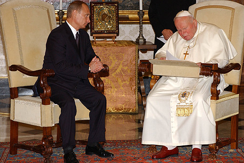 Vladimir_Putin_in_the_Vatican_City_5_November_2003-2.jpg