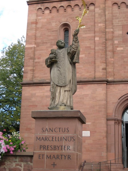 """Agridecumantes [<a href=""""http://creativecommons.org/licenses/by-sa/3.0/""""  target=""""_blank"""" >CC BY-SA 3.0</a>], <a href=""""https://commons.wikimedia.org/wiki/File:Sanctus_Marcellinus_Martyr_Germany_Seligenstadt_2007.JPG""""  target=""""_blank"""" >via Wikimedia Commons</a>"""