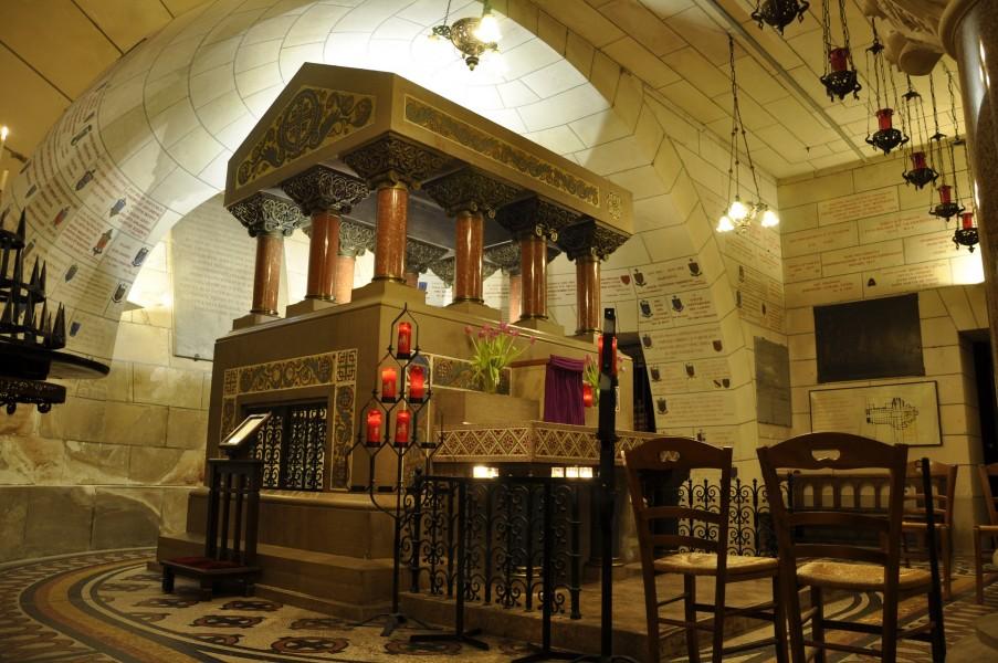 Tomb-of-Saint-Martin.jpg