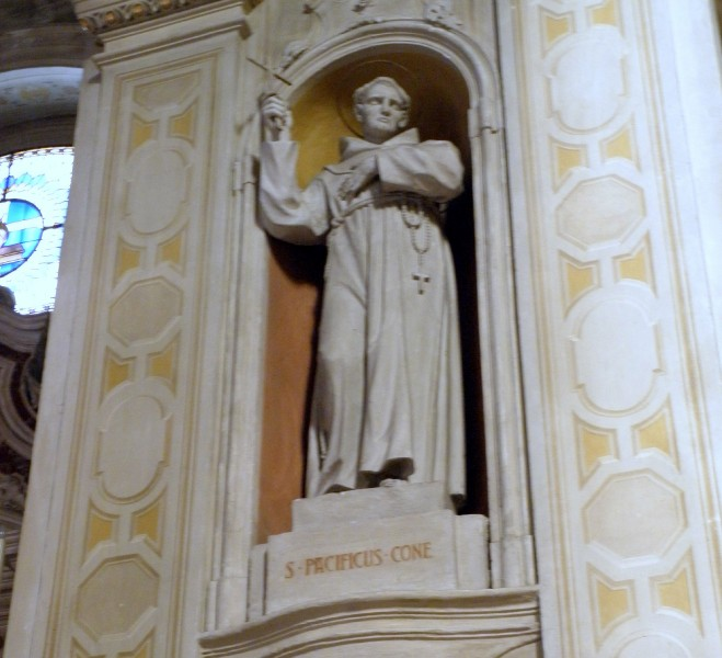 statue_of_Saint_Pacificus.jpg