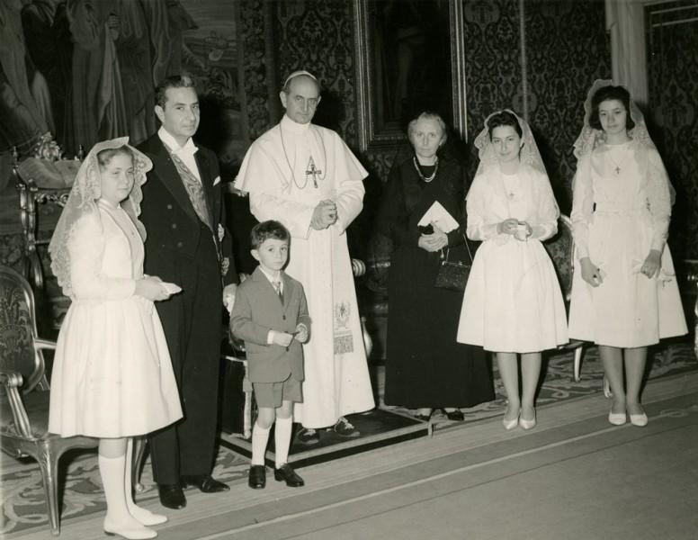 Aldo_Moro_con_la_famiglia_in_udienza_da_Paolo_VI.jpg