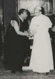Detail_Rangjung_Rigpe_Dorje_16th_Karmapa_with_Pope_Paul_VI_cropped.jpg
