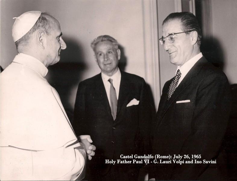Ino_Savini_e_G.Lauri_Volpi_con_SS._Paolo_VI_-_Castel_Gandolfo_26_luglio_1965.jpg