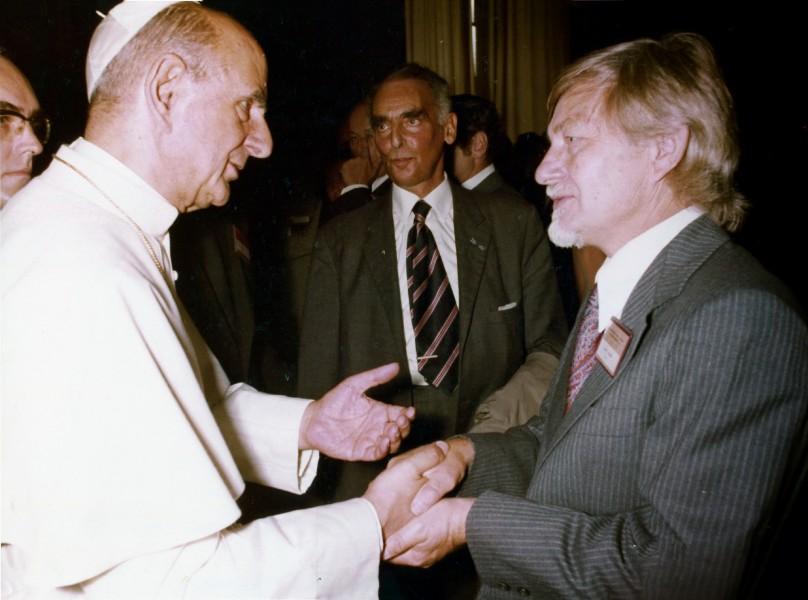Pope-Paul-VI-with-John-B-Calhoun.jpg