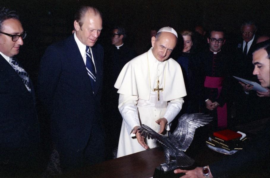 President_Gerald_R._Ford_Pope_Paul_VI_and_Secretary_of_State_Henry_Kissinger2.jpg