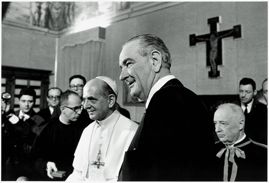 President_Lyndon_B._Johnson_at_the_Vatican_with_Pope_Paul_VI_12-23-1967_-_NARA_-_192507.jpg