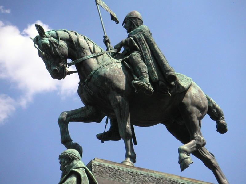 Wenceslas_square_statue_daytime.jpg
